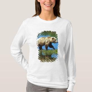 USA, Alaska, Katmai National Park, Grizzly 2 T-Shirt