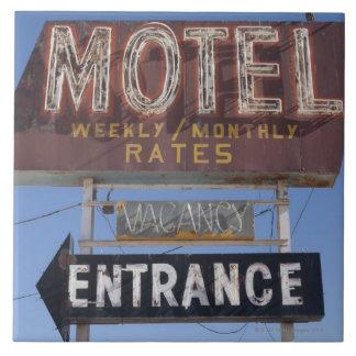 USA, Arizona, Winslow, Old-fashioned motel sign Tile