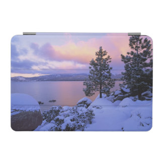 USA, California. A winter day at Lake Tahoe. iPad Mini Cover