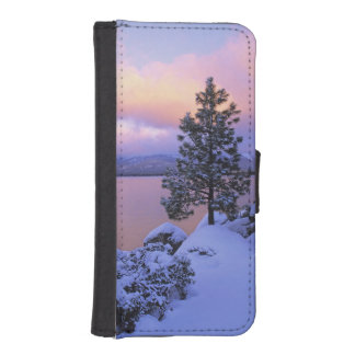 USA, California. A winter day at Lake Tahoe. iPhone SE/5/5s Wallet Case