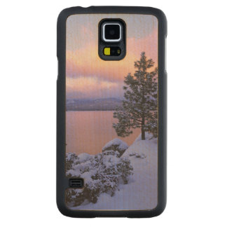 USA, California. A winter day at Lake Tahoe. Maple Galaxy S5 Case