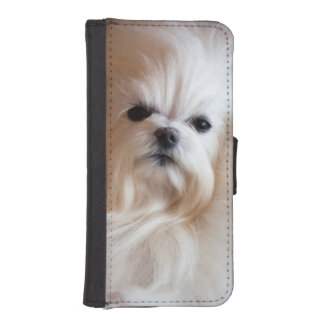 USA, California. Maltese Lying Down iPhone SE/5/5s Wallet Case