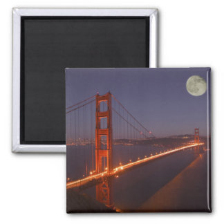 USA, California, Marin. Moonrise above the Magnet