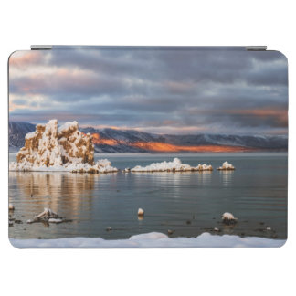 USA, California, Sunrise at Mono Lake iPad Air Cover