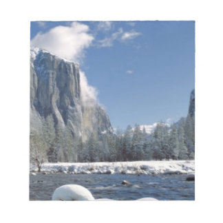 USA, California, Yosemite NP. The Merced River, Notepad