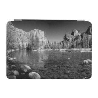 USA, California. Yosemite Valley View iPad Mini Cover