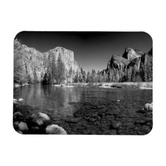 USA, California. Yosemite Valley View Magnet
