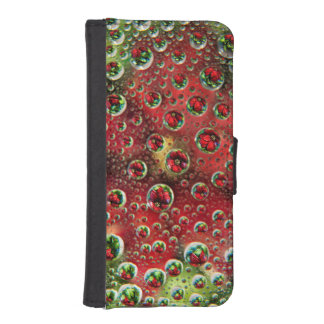 USA, Colorado, Lafayette. Water bubbles on glass 3 iPhone SE/5/5s Wallet Case