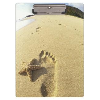 USA, Hawaii, Maui, Makena Beach, Footprint and Clipboard