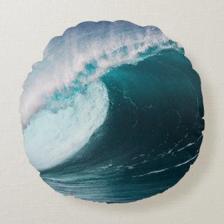 USA, Hawaii, Oahu, Large waves Round Cushion
