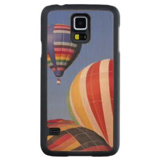 USA, Idaho, Teton Valley. Colorful hot-air Carved Maple Galaxy S5 Case