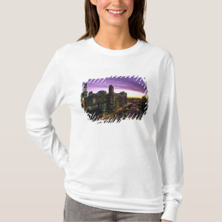 USA, IL, Chicago. Chicago skyline and river T-Shirt