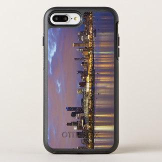 USA, Illinois, Chicago, City skyline over Lake 5 OtterBox Symmetry iPhone 8 Plus/7 Plus Case