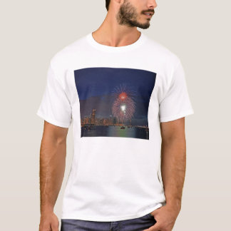 USA, Illinois, Chicago, Fourth of July fireworks T-Shirt