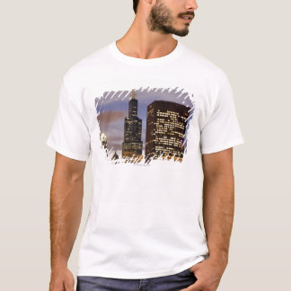 USA, Illinois, Chicago, Illuminated skyscrapers T-Shirt