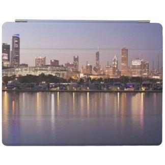 USA, Illinois, Chicago skyline at dusk iPad Cover