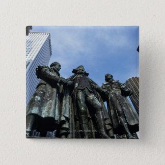 USA, Illinois, Chicago, skyscraper and statue 15 Cm Square Badge