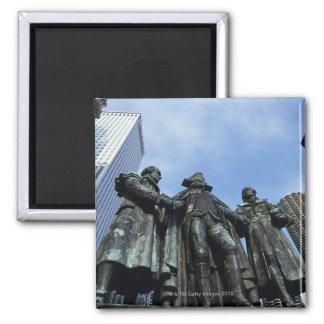 USA, Illinois, Chicago, skyscraper and statue Magnet