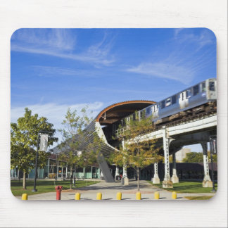 USA, Illinois, Chicago, Train passing Illinois Mouse Mat