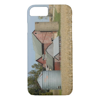 USA, IOWA, Froelich: Old farm iPhone 8/7 Case