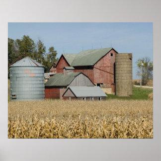USA, IOWA, Froelich: Old farm Poster