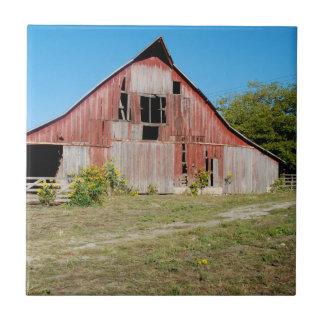 USA, Kansas, Old Red Barn Tile