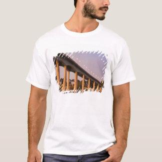 USA, Maryland, Annapolis. Severn River bidge, T-Shirt