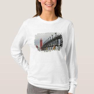 USA, Michigan, Lake Michigan Shore, Grand Haven: T-Shirt