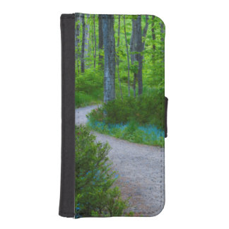 USA, Michigan. Path Thru The Woods iPhone SE/5/5s Wallet Case