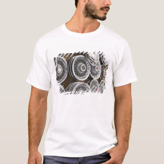 USA, New Mexico, Prewitt: Auto Hubcaps / Rt. 66 T-Shirt