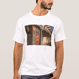 USA, New Mexico, Taos: Navaho Rug Gallery Kit T-Shirt