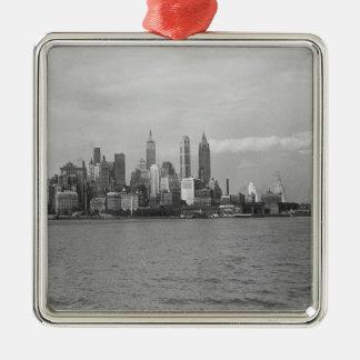 USA New York City Manhattan skyline B&W Silver-Colored Square Decoration
