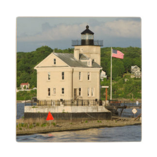 USA, New York, Kingston, Hudson River. Rondout Wood Coaster