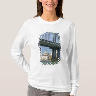 USA, New York, New York City. Manhattan Bridge T-Shirt