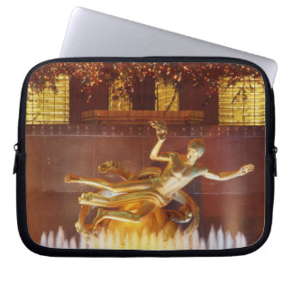 USA, New York, New York City, Statue of Laptop Sleeve