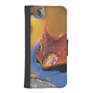 USA, Northeast, Maple Leaf in Reflection iPhone SE/5/5s Wallet Case