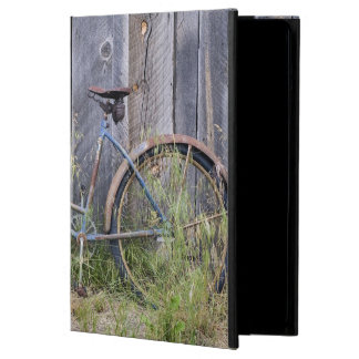 USA, Oregon, Bend. A dilapidated old bike Cover For iPad Air