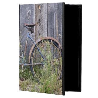 USA, Oregon, Bend. A dilapidated old bike iPad Air Cover