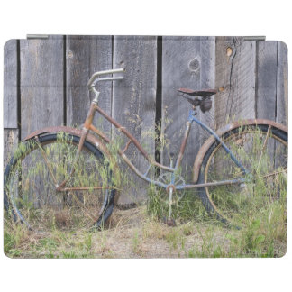 USA, Oregon, Bend. A dilapidated old bike iPad Cover