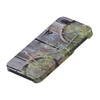 USA, Oregon, Bend. A dilapidated old bike iPhone 5 Covers