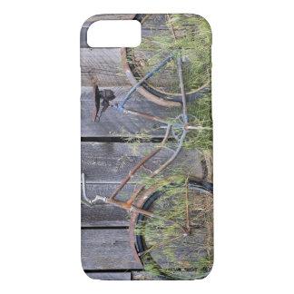 USA, Oregon, Bend. A dilapidated old bike iPhone 8/7 Case