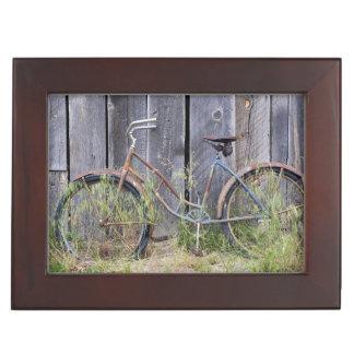 USA, Oregon, Bend. A dilapidated old bike Keepsake Box