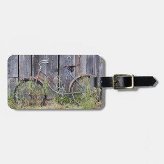 USA, Oregon, Bend. A dilapidated old bike Luggage Tag