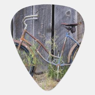 USA, Oregon, Bend. A dilapidated old bike Plectrum