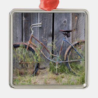 USA, Oregon, Bend. A dilapidated old bike Silver-Colored Square Decoration