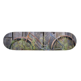 USA, Oregon, Bend. A dilapidated old bike Skate Board