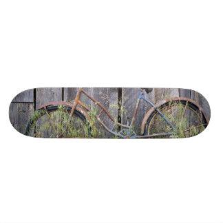 USA, Oregon, Bend. A dilapidated old bike Skateboard Deck