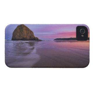 USA, Oregon, Clatsop County, Haystack Rock and iPhone 4 Cover
