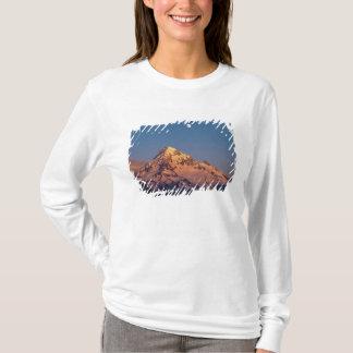 USA, Oregon, Mt Hood. Sunset creates alpenglow T-Shirt