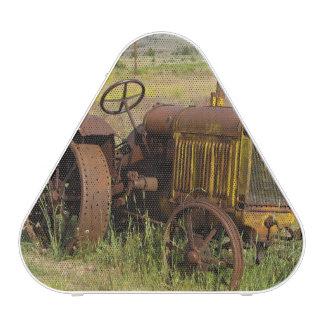USA, Oregon, Shaniko. Rusty vintage tractor in